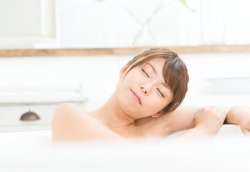重炭酸湯の清浄力が汚れをしっかりと洗い流し、しっとりお肌に